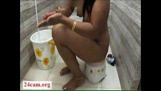 Desi mona bath in hotel bath room- 24Cam.org